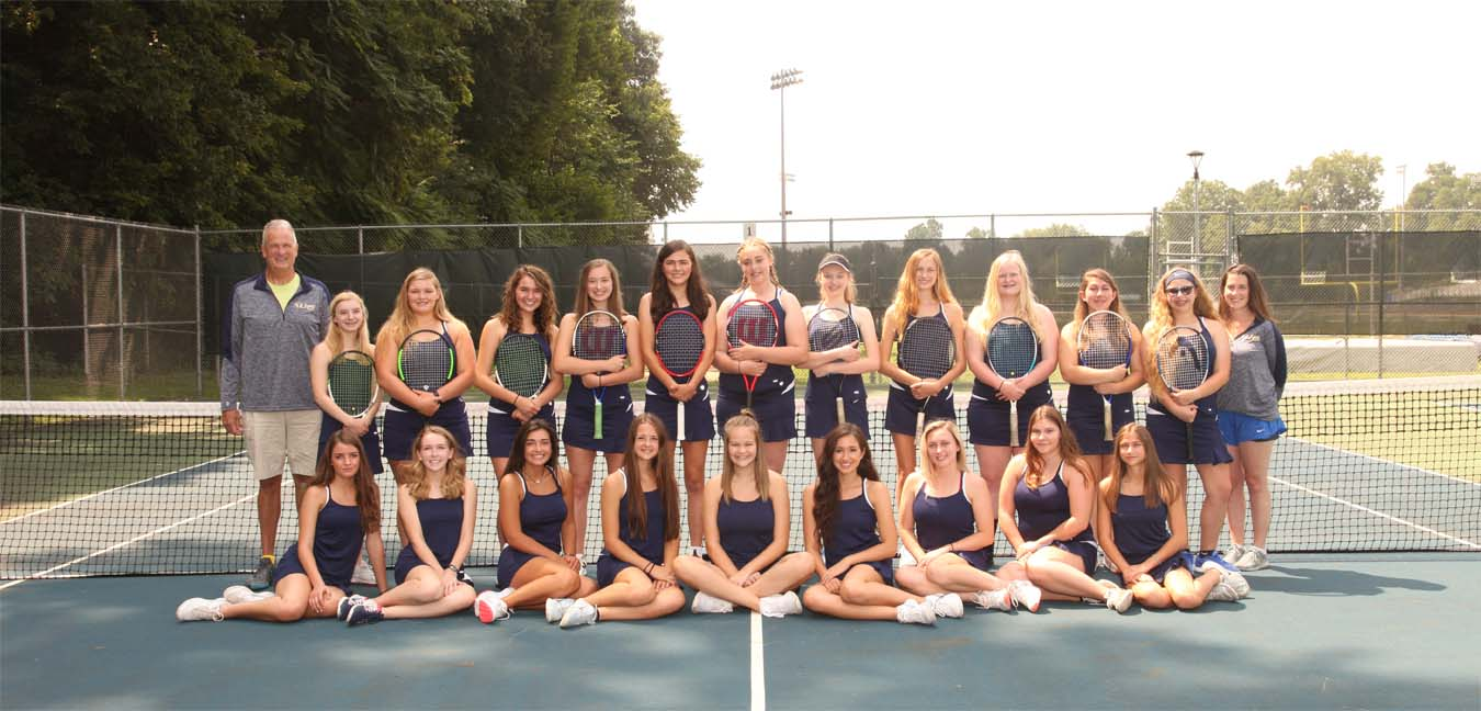 team photos of tennis players posing for team photo